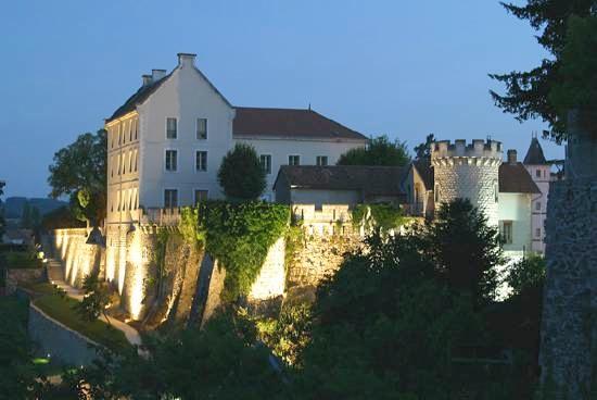 Chateau-architecture-nontron-jardin-24300-
