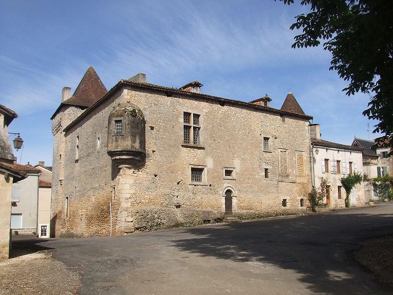800px-Chateau_Varaignes