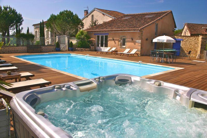 Montagenet, piscine et spa