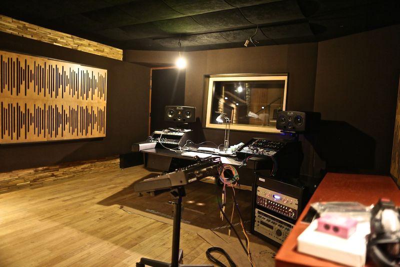 Domaine de montagenet studio son lucky sound studio for Isolation studio musique