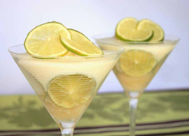 Mousse-citron-sur-lit-d-ananas-1
