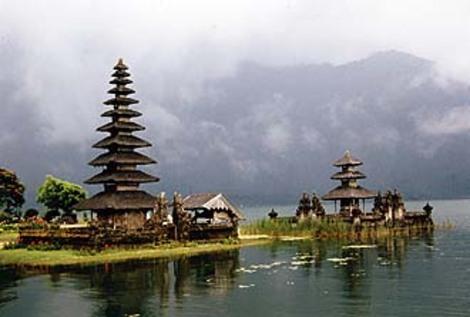 Bratan_lake_temple